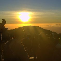 There's a sunrise and a sunset every single day and they're absolute free. Don't miss so many of them (jo walton) . . . . #bromo #bromokita #sunrisebromo #sunriseview #mlakuyuk #ayodolan #kamerahpgw