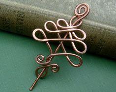 alambre de cobre haciendo nudo celta