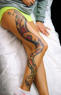 Wauw, really like this one. Wish I could do something line this.  Sexy thigh tattoos for women2-2