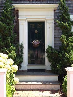 22 Beautiful Doors for First Impression of Your House to be Unique Front Door Trims, Exterior Front Doors, Exterior Trim, Front Door Decor, Front Porch, Colonial Front Door, Grand Entrance, Entrance Doors, Doorway
