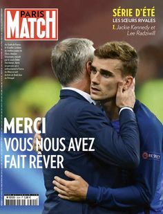 Paris Match retrace le parcours de l'équipe de France à travers ceux qui ont marqué l'Euro 2016: Dimitri Payet, Antoine Griezmann, Didier Deschamps mais aussi Ronaldo, le héros blessé mais heureux. Antoine Griezmann, Lionel Messi, Messi Gif, Soccer Cleats, Football Soccer, Football Players, Lee Radziwill, Eden Hazard, Gareth Bale