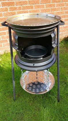 wheel barbeque with warming rack.My wheel barbeque with warming rack. Fire Pit Oven, Rim Fire Pit, Barbeque Design, Grill Design, Homemade Heater, Bbq Stove, Custom Bbq Pits, Diy Grill, Bbq Kitchen