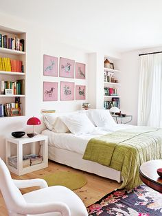 Love the vibe of this farmhouse spotted on nuevo estilo ! Cozy Bedroom, Bedroom Decor, Bookshelf Bed, Bedroom Wall Colors, Bed Wall, Guest Bedrooms, Home Goods, Furniture, Home Decor