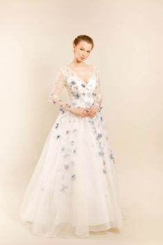 #sponsored ZB Couture features hand-painted, made-to-order gowns for bridal and formal occasions. Each gown offers timeless and classic beauty through Zahra's intricately hand-painted motifs on luxury fabrics of the highest quality. #weddingdress #weddinggown #bride #bridetobe #customwedding #weddingfashion #longsleeveweddingdress