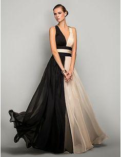 Vestido de Noche Blanco y Negro de Gasa                                                                                                                                                      Más