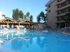 Piscina principal a primera hora del día :)  Main pool at first time in the morning :)