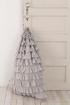 ruffle laundry bag... adorable