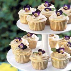 42 Edible Flower Ideas For Your Wedding Table | Weddingomania