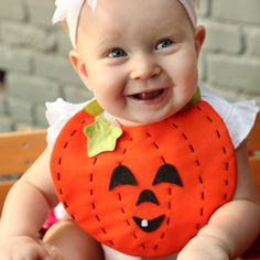 Making baby's first Halloween special is always a priority for new moms. This DIY baby bib is sure to do the trick, and its simple, too. Most baby sewing patterns are relatively quick, and this one is no exception. Halloween Bebes, Baby First Halloween, Halloween Crafts, Vintage Halloween, Halloween Sewing, Halloween Ideas, Baby In Pumpkin, Diy Pumpkin, Little Pumpkin