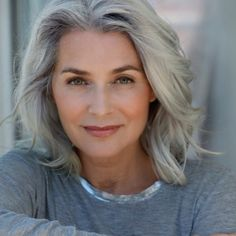 26 New Ideas Womens Fashion Over 50 Aging Gracefully Over 50 Ageless Beauty Grey Hair Over 50, Long Gray Hair, Curly Gray Hair, Silver Grey Hair Gray Hairstyles, Gray Hair Women, Grey Hair Styles For Women, Hair Day, New Hair, Color Del Pelo