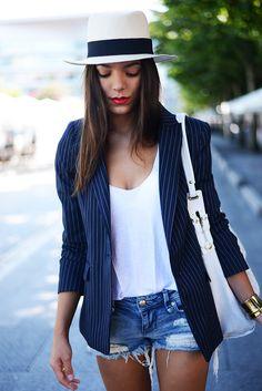 Zara blazer & T-shirt, Stradivarius shorts, Uterque hat & bag.