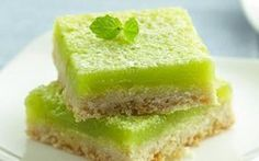 Mojito Bars by Betty Crocker Looking for a homemade dessert using Gold Medal® flour? Then try this mouth-watering mojito bar. Just Desserts, Dessert Recipes, Rum Recipes, Summer Desserts, Cheesecake Recipes, Recipes Dinner, Cocktail Recipes, Dinner Ideas, Healthy Recipes
