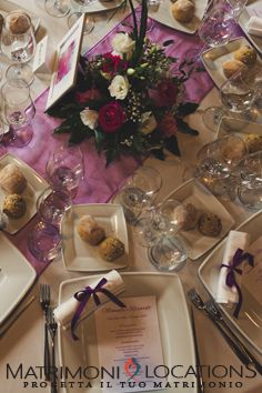 Mise en place: definisci i particolari #matrimonielocations #matrimonio #wedding #nozze #mariage #matrimoniamilano #matrimoniamilanoprovincia #weddingplanner #weddingplan  #sposi #sposa #coprisedia #coprisediabianco #fiocchi #centrotavola #allestimentofloreale #tovaglia #tovagliato #tovaglioli #sottopiatto #allestimentotavolo #tavolosposi #organza #tovaglioli #nastrotovaglioli #party #fioccocolorato Wedding Planner, Table Decorations, Furniture, Home Decor, Mise En Place, Weddings, Wedding Planer, Decoration Home, Room Decor
