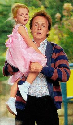 Paul McCartney and his youngest daughter, Beatrice My Love Paul Mccartney, Paul Mccartney And Wings, Pretty Men, Beautiful Men, Jane Asher, Photo Souvenir, Les Beatles, Sir Paul, Step Kids