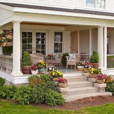 Pretty Farmhouse Front Porch Steps Design Ideas - Page 26 of 36 - Aidah Decor Front Porch Steps, Farmhouse Front Porches, Front Porch Design, Southern Front Porches, Front Porch Garden, Patio Steps, Porch Columns, Veranda Design, Balkon Design