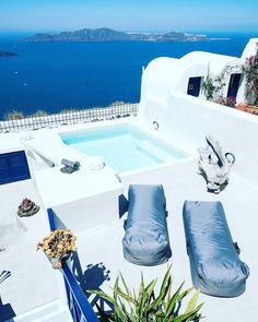 #Amazing Stilvi Suite With Outdoor Jacuzzi at #Firostefani #santorini! www.bookingsantorini.com  #santorinihotels Santorini Hotels, Jacuzzi Outdoor, Greece, Amazing, Instagram Posts, Greece Country, Outdoor Tub