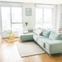Pastel deco for the living room sofa mint. Mint Living Rooms, Pastel Living Room, Living Room Green, Living Room Colors, Small Living Rooms, Living Room Sets, Home Living Room, Living Room Designs, Living Room Decor