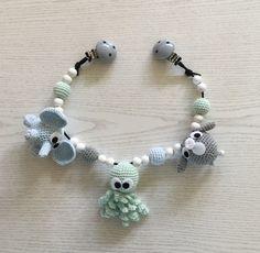 Diy Crafts Crochet, Cute Crochet, Crochet Toys, Crochet Baby, Diy And Crafts, Baby Shower Gifts, Baby Gifts, Pram Toys, Bindi