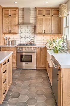 Newest Kitchen Decorating Ideas That Trendy Now 12 – Home Design Farmhouse Kitchen Cabinets, Kitchen Redo, Home Decor Kitchen, Kitchen Interior, Home Kitchens, Island Kitchen, Chef Kitchen, Kitchen Ideas Light Wood Cabinets, Kitchen With Maple Cabinets