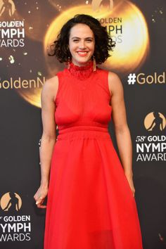 Gentleman Boners is a true gentleman's club. Only the finest eye candy of the classiest nature can be found here. Lady Sybil, Jessica Brown Findlay, Female Actresses, Red Carpet, Eye Candy, Short Hair Styles, Stylists, Classy, Formal Dresses