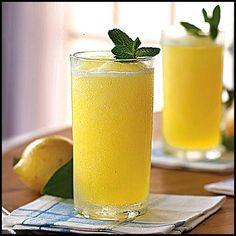 Lemonade-8 adet limon 8 su bardağı su 3 su bardağı tozşeker 2 demet taze nane Süslemek için: Limon dilimi Nane yaprakları .Limonları sıkıp, suya ekleyin. Nanenin yapraklarını ayıklayıp incecik kıyın. Nane yaprağını ve tozşekeri havanda macun olacak şekilde dövün. Macunu temiz bir tülbente sarıp limon suyuna batırın. Buzdolabında 2 saat dinlendirin. Macunu tülbentten çıkarıp limonatayı karıştırın. Limon dilimi ve nane yapraklarıyla soğuk servis yapın..