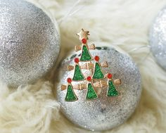Vintage Christmas Brooch/ Christmas Tree Brooch/ Christmas Pin/ Vintage Jewelry/ Vintage brooch/ Costume Jewelry/ Retro Brooch/ Jewelry by hisandhervintage on Etsy