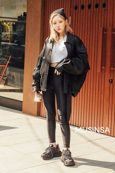 It is a hot fashion trend in korea and usually… Korean Fashion Dress, Korean Fashion Winter, Korean Fashion Men, Korean Street Fashion, Streetwear Shop, Streetwear Fashion, Street Outfit, Street Wear, Street Clothes