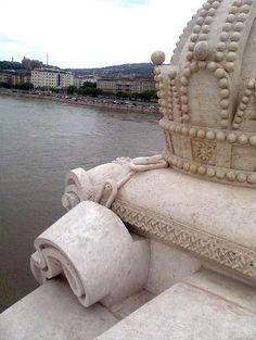 """Elszakadt a 'korona lánca' Be kell vallanom, hogy szívet melengető érzés volt. A tudat, hogy van aki olvas, és az is, hogy a láncszem """"elszakadt"""". Hungary, History, Historia"""