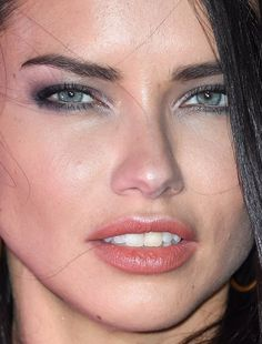 Adriana Lima on Eating Healthy While Traveling and Wearing Makeup at the Gym - Celebrities Female Adrijana Lima, Brazilian Models, Brazilian Supermodel, Interesting Faces, Natural Makeup, Maybelline, Beauty Women, Brown Hair, Close Up