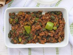 In the Name of Allah, Most Gracious, Most Merciful It's okra with all the flavours of o. Halal Recipes, Veg Recipes, Indian Food Recipes, Vegetarian Recipes, Ethnic Recipes, Recipies, Bhindi Recipe Pakistani, Muslim Girls, Okra