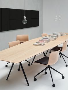 #Arper introduces #Meety, a table system designed by #lievorealtherrmolina.  It is widely customizable, with tabletop shape options and in a range of materials from wood to laminated MDF to glass. The round, square and rectangular shapes were envisioned for use in large seating environments, while the soft and fluid soap shape has a singular presence and appeal. The trapezoid tabletop shape responds to the collaborative work environment and can be combined into different configurations…