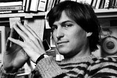 """Bugün Steve Jobs'ın ölümünün altıncı yıldönümü ve Apple'ın CEO'su Tim Cook Steve Jobs'ı anmak için bir tweet attı.  Remembering Steve today. Still with us, still inspiring us. """"Make something wonderful, and put it out there."""" pic.twitter.com/7aOCPkwU0U — Tim Cook...  #Apple #iPhone #iPad #iOS #AppleWatch #AppleTürkiye"""