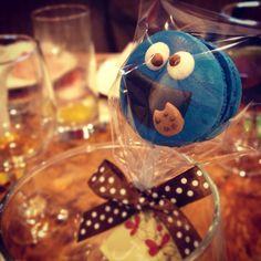 Cookie Monster Macaron
