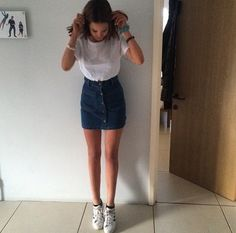 High waisted blue denim skirt // Pinterest: Fran.rxx ☾