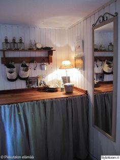 kodinhoitohuone,maalaisromanttinen,maalaisromanttinen tyyli,puuseinä,seinäpeili