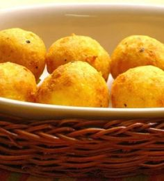 Σπιτικές τραγανές τυροκροκέτες χωρίς τηγάνισμα στο φούρνο