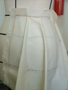 moulage jupe à godets- Margolita Draping Techniques, Techniques Couture, Sewing Techniques, Origami, Pattern Draping, Rainbow Fashion, Creation Couture, Fabric Manipulation, Sewing Basics