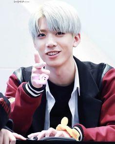 [ 170211 ilsan fansign ] - ----- his eyes look so pretty i lov him --
