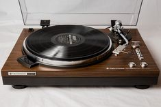 Top of the line 1979 Kenwood Fully restored. Turntable Record Player, Record Players, Audiophile Turntable, Kenwood Hifi, Recording Equipment, Audio Equipment, Audio Sound, Hifi Audio, Phonograph