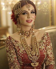 Simple Glass Skin Smokey Eye Makeup Pink Lips Traditional Pakistani Bride Look Wedding Makeup Desi, Asian Bridal Dresses, Bridal Mehndi Dresses, Desi Wedding Dresses, Pakistani Wedding Outfits, Bridal Dress Design, Bridal Outfits, Pakistani Mehndi Dress, Pakistani Makeup, Indian Wedding Makeup
