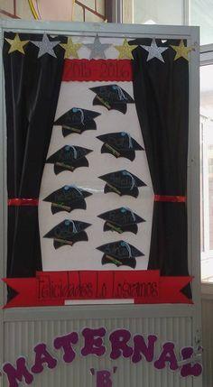 Puerta decorada de graduación