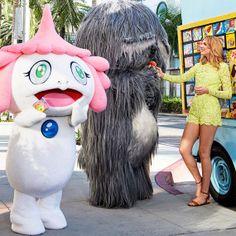 Jellyfish eye  Amerykański highlife z japońskimi potworami w Harper's Bazaar.  Więcej na ModaCafe!