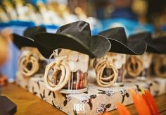 Cowboy Party: incredible ideas to make yours (safe, pawn!) - Thousand Mother Tips - Cowboy Party: incredible ideas to make yours (safe, pawn!) – Thousand Mother Tips - Rodeo Birthday Parties, Country Birthday Party, Mexican Birthday, 50th Party, Birthday Party Themes, Sofia Party, Cowboy Party Decorations, Cowboy Theme Party, Horse Party