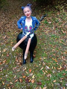 Coolest Miley Cyrus Costume – Riding a Wrecking Ball Illusion Homemade Chocolate Bark, Reese's Chocolate, Homemade Costumes, Diy Costumes, Halloween Costumes, Miley Cyrus Costume, Miley Cyrus Songs, Illusion Costumes, Cookies Branding