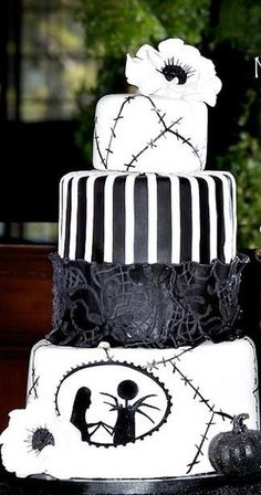 I love the idea of a Halloween wedding! My husband and I almost did but family didn't like the idea :/ if you are getting married and you want a Halloween wedding, DO IT! Love this cake!