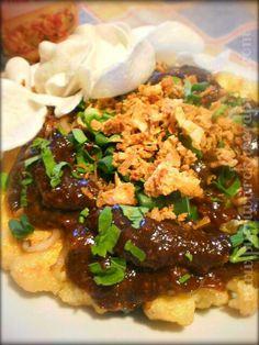 Tahu tek Tofu Omelette, Healthy Food, Healthy Recipes, Indonesian Cuisine, Eat Pray Love, Ethnic Food, Surabaya, Beverage, Asia