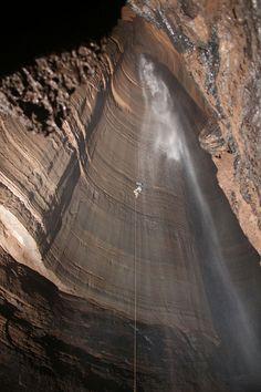 Ellison's Cave, Georgia, USA via boredpanda: Fantastic Pit in Georgia's Ellison's Cave descends 586 feet (big enough to hold the Washington Monument). #Ellisons_Cave