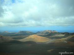 ¿Planeando un viaje a las Islas Canarias? En este post te cuento qué ver en Lanzarote, su isla más oriental. La recorrí durante varios días en un viaje hace unos años, y pude disfrutar tanto de la playa como de su capital y, cómo no, desus volcanes.