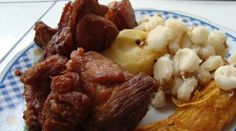 Chicharrón de Chancho - Comida Peruana Peruvian Dishes, Peruvian Cuisine, Peruvian Recipes, Traditional Food, Chicharrones, Mexican Food Recipes, Ethnic Recipes, Latin Food, Savoury Dishes