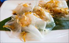 White roses in Hoi An, Vietnam via Bunrabs blog